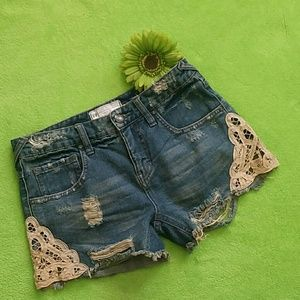 Free People Jean shorts - Distressed + Lace sz.24